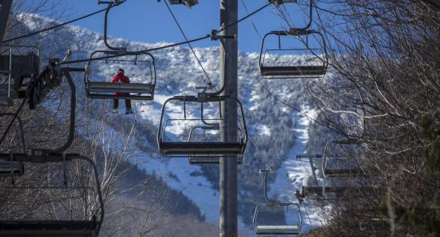 Blue skies and spring temps make for spectacular days at Whiteface