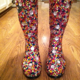 There's nothing like an original bedazzled creation! (Source: pinterest)